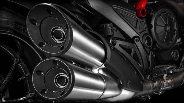 Ducati Diavel Carbon-25