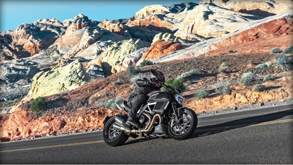 Ducati Diavel Carbon-3