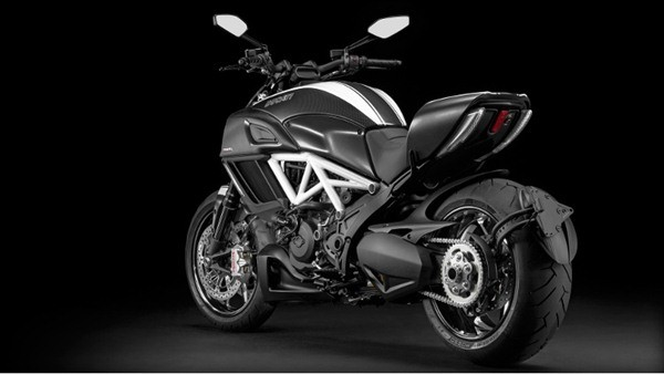 Ducati Diavel Carbon-30