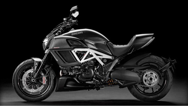 Ducati Diavel Carbon-31