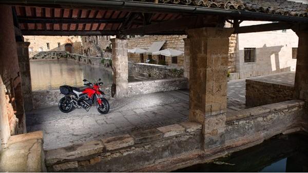 Ducati Hyperstrada2