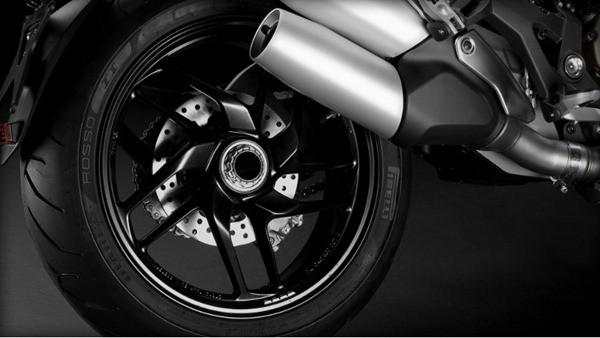 Ducati Monster 1200-1