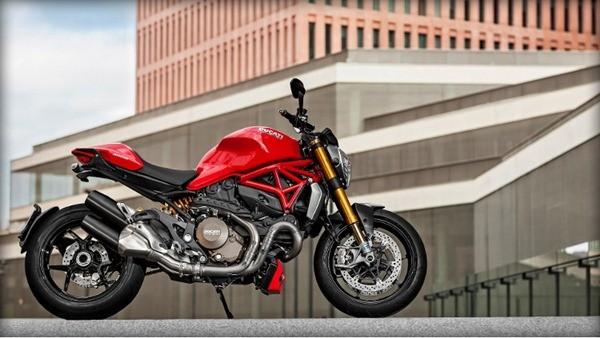 Ducati Monster 1200S-1
