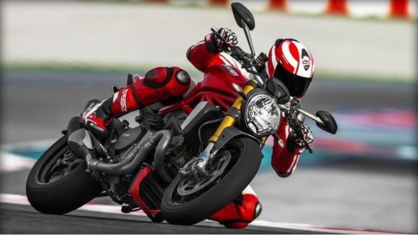 Ducati Monster 1200S-10