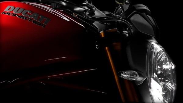 Ducati Monster 1200S-16