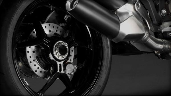 Ducati Monster 1200S-17