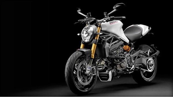 Ducati Monster 1200S-21