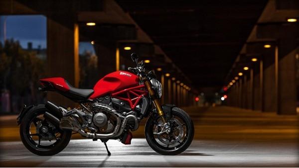 Ducati Monster 1200S-3