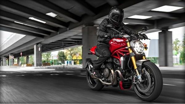 Ducati Monster 1200S-5