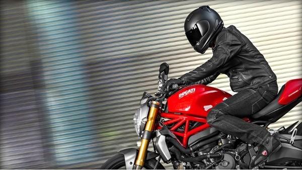 Ducati Monster 1200S-6