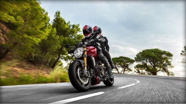 Ducati Monster 1200S-7