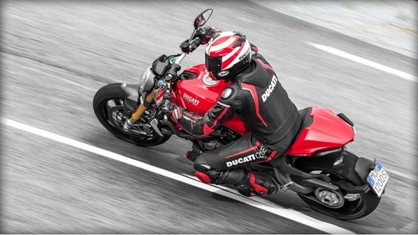 Ducati Monster 1200S-9