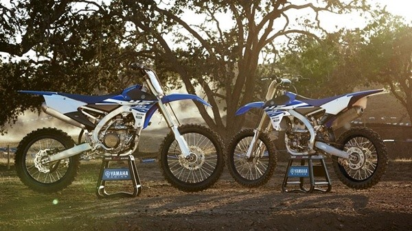 2015-Yamaha-YZ450F-EU-Racing-Blue-Static-004