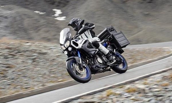 2015-Yamaha-XT1200ZE-Super-Tenere-Race-Blu-Action-006