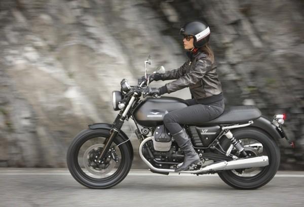 Moto Guzzi V7 II Stone