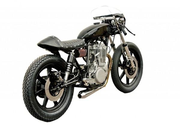 Yamaha SR400 คาเฟ่คัสต้อมไบค์