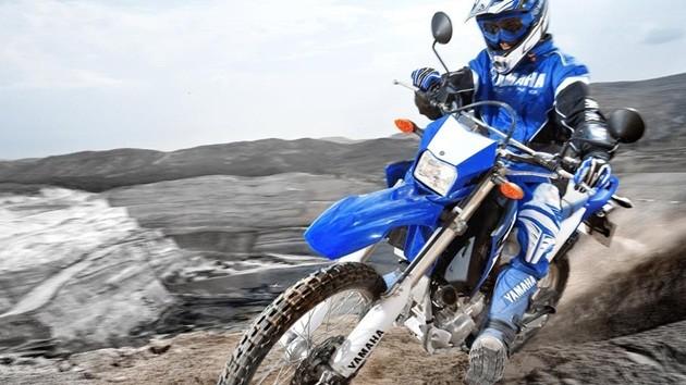 2015-Yamaha-WR250R-EU-Racing-Blue-Action-001