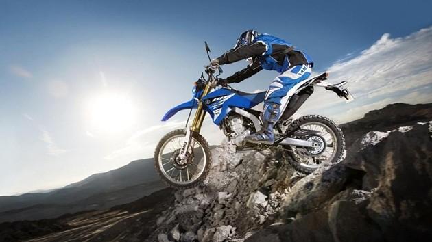 2015-Yamaha-WR250R-EU-Racing-Blue-Action-002