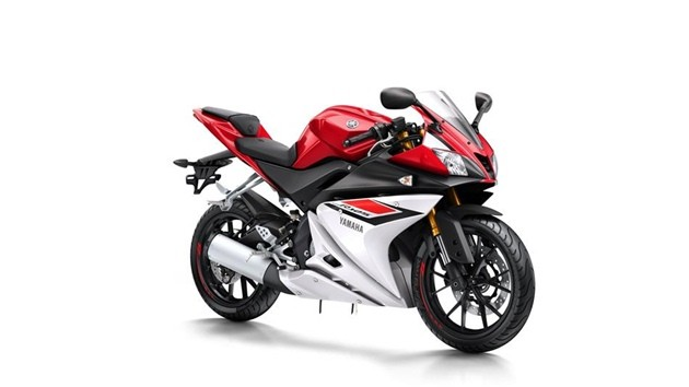 2015-Yamaha-YZF-R125-EU-Racing-Red-Studio-001