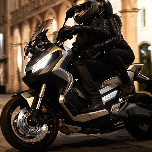 รุ่นและราคา Honda X-ADV 2017 ดีกรีความสปอร์ตแบบเต็มคัน