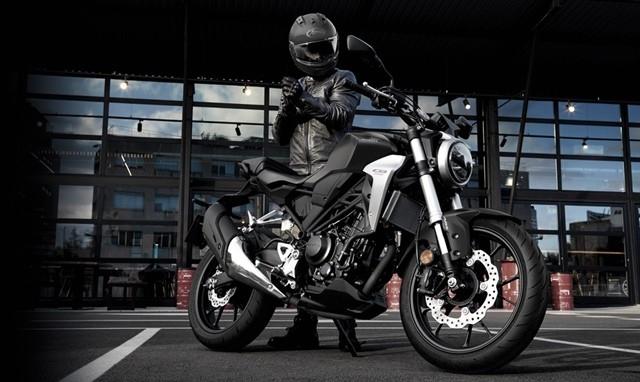 รุ่นและราคา Honda CB300R บิ๊กไบค์ทรงสปอร์ต งานดีประจำปี 2018