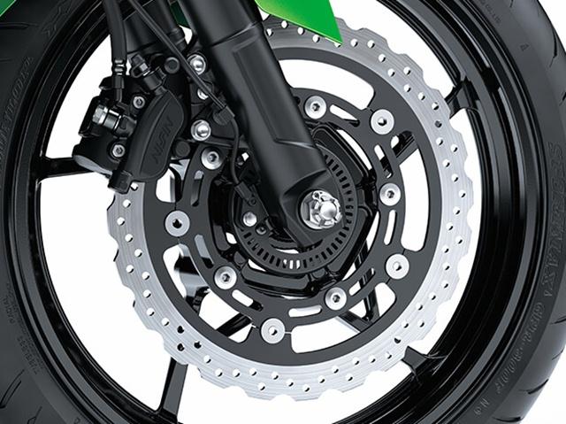 ระบบเบรก Kawasaki Z400 ABS ช่วยในการหยุดรถ
